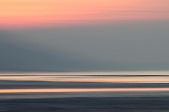 L'horizon tout entier s'enveloppe dans l'ombre,