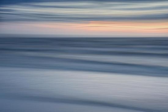 La mer varie selon l'éclairage, l'heure, la position du soleil,